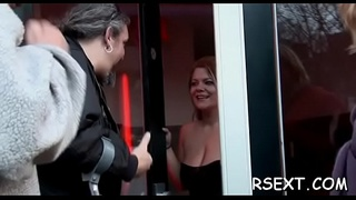 Sexyg prostitute gets down to show off her amazing orall-service