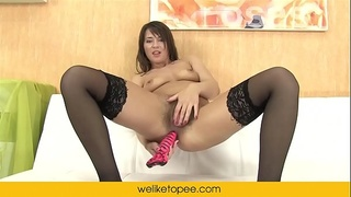 Squirting piss from her pussy and ass